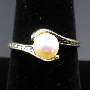 Vintage Size 8 Gold Tone Faux Pearl Band Ring